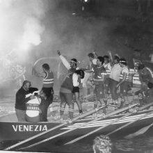 Festeggiamenti a bordo del Venezia per il successo del 1984.